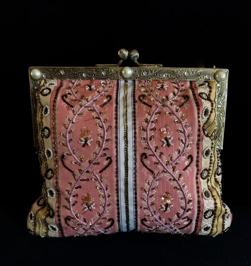 Preload https://img-static.tradesy.com/item/22340916/christiana-pink-beaded-clutch-0-1-540-540.jpg