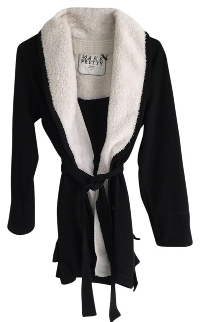 Preload https://img-static.tradesy.com/item/22341186/kensie-black-make-pretty-fluffy-robe-ponchocape-size-8-m-0-2-650-650.jpg