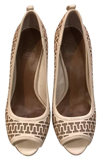 Preload https://img-static.tradesy.com/item/22341312/tory-burch-white-t-pumps-leather-and-burlap-platforms-size-us-95-regular-m-b-0-2-540-540.jpg