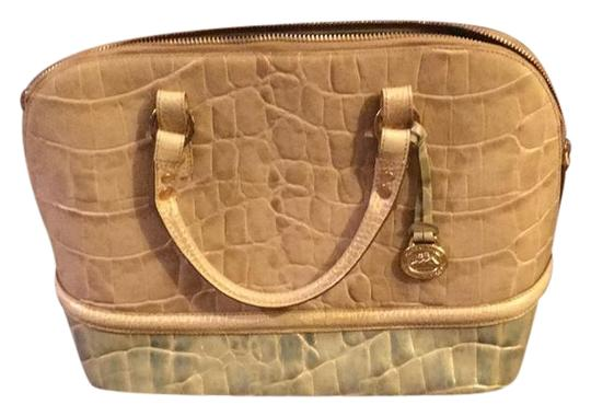 Preload https://img-static.tradesy.com/item/22341649/brahmin-cream-and-green-satchel-0-1-540-540.jpg