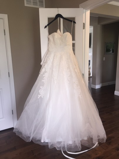 Preload https://img-static.tradesy.com/item/22342242/pronovias-ivory-tulle-lace-toscana-traditional-wedding-dress-size-6-s-0-0-540-540.jpg