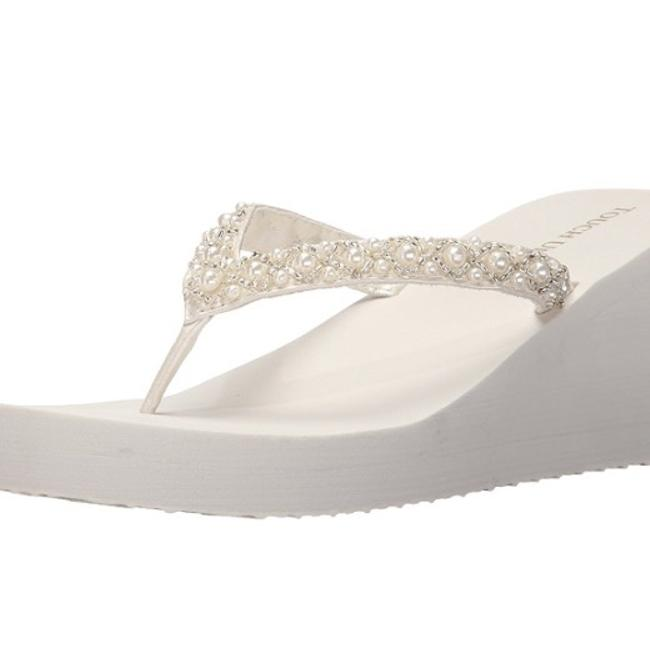 Item - White Shelly Wedges Size US 9 Regular (M, B)