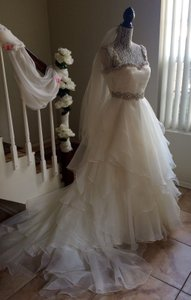 Aire Barcelona Ivory Silk Organza Feminine Wedding Dress Size 6 (S)