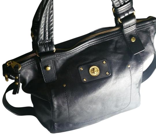 Preload https://img-static.tradesy.com/item/22348568/marc-by-marc-jacobs-totally-turnlock-shifty-black-leather-satchel-0-1-540-540.jpg