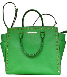 Michael Kors Strap Hobo Clutch Gold Jetset Tote in Palm Green