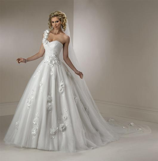 Maggie sottero lizette royale style v7116zuss wedding for Wedding dress resale st louis