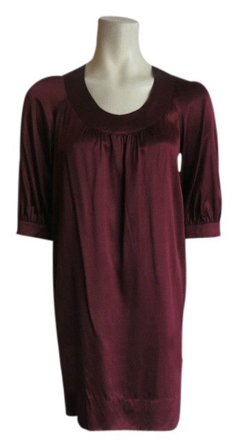 Preload https://img-static.tradesy.com/item/2236195/vince-burgundy-silk-with-34-sleeve-small-mid-length-short-casual-dress-size-4-s-0-0-650-650.jpg