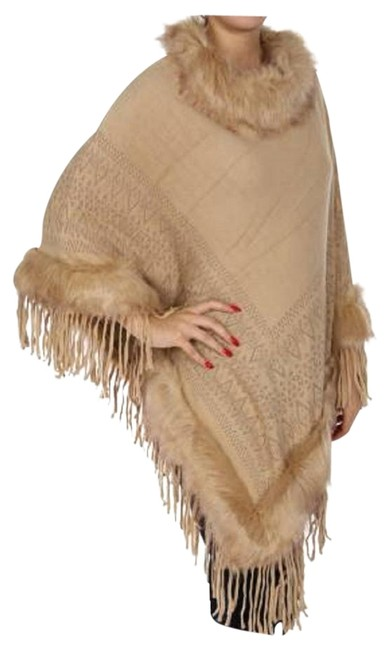 Preload https://img-static.tradesy.com/item/22363542/beige-fur-trimmed-fringed-sweater-ponchocape-size-os-one-size-0-1-650-650.jpg