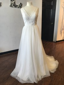 Moonlight Bridal Ivory Tulle and Lace T792 Modern Wedding Dress Size 10 (M)