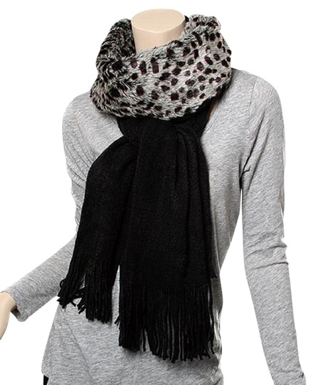 Preload https://img-static.tradesy.com/item/22372447/black-animal-print-acrylic-knit-muffler-w-fur-scarfwrap-0-1-540-540.jpg