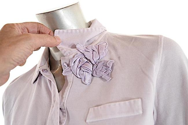 Preload https://img-static.tradesy.com/item/22373618/brunello-cucinelli-lavender-pale-cotton-pique-polo-shirt-with-flowers-sweaterpullover-size-8-m-0-10-650-650.jpg