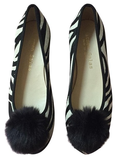 Preload https://img-static.tradesy.com/item/22376176/anthropologie-black-and-cream-flats-size-us-8-regular-m-b-0-1-540-540.jpg