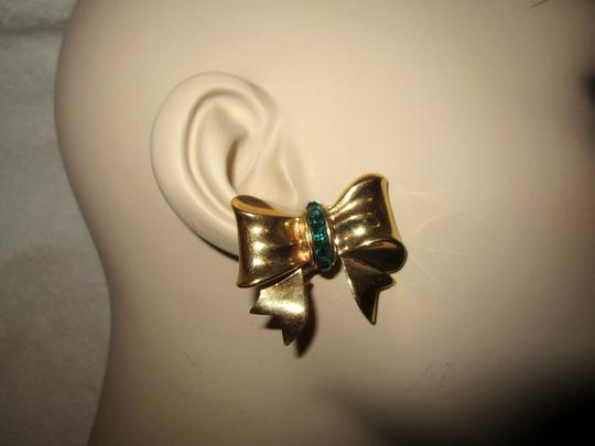 Other Bow Clip Earrings Gold Plated Green Crystals Vintage Signed --Superb! Image 5
