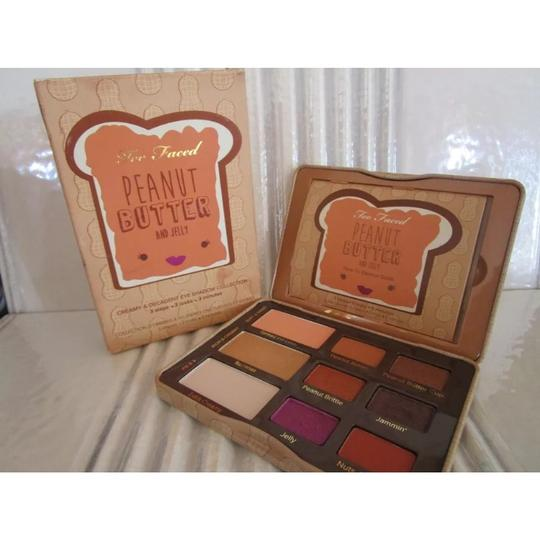 Too Faced Yummy Peanut Butter & Jelly Eyeshadow Palette Image 3