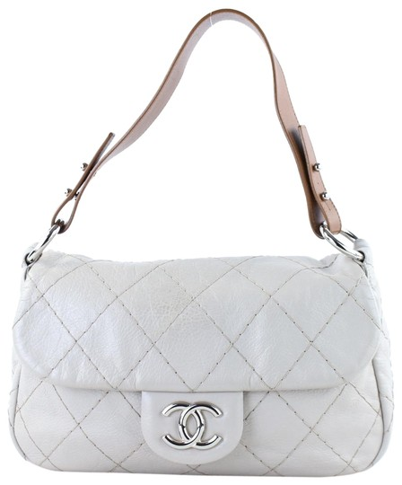 Preload https://img-static.tradesy.com/item/22381347/chanel-quilted-jumbo-classic-single-flap-3ct113-grey-leather-shoulder-bag-0-2-540-540.jpg