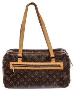 Louis Vuitton Camera Gm Monogram Lv Shoulder Bag