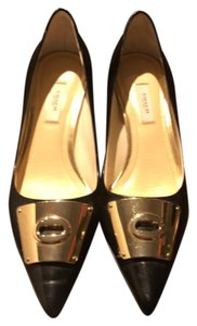 Coach black with a gold bow Pumps