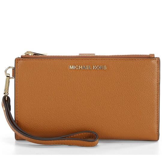 Preload https://img-static.tradesy.com/item/22382792/michael-michael-kors-brown-travel-zip-leather-wallet-0-0-540-540.jpg