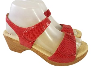 Dansko Woman Snake Prints Patent Leather red Sandals