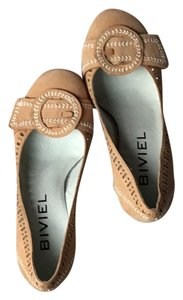 Biviel Tan Pumps