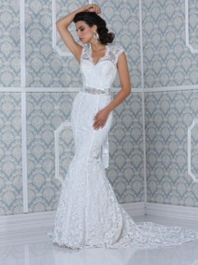 Impression Bridal Ivory Lace The Couture Collection Feminine Dress Size 6 (S)