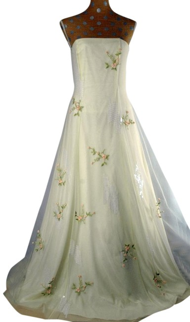 Item - Ivory Polyester Tulle Gown Vintage Wedding Dress Size 10 (M)