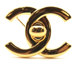 Chanel #15109 Rare CC gold Turnlock hardware brooch pin charm