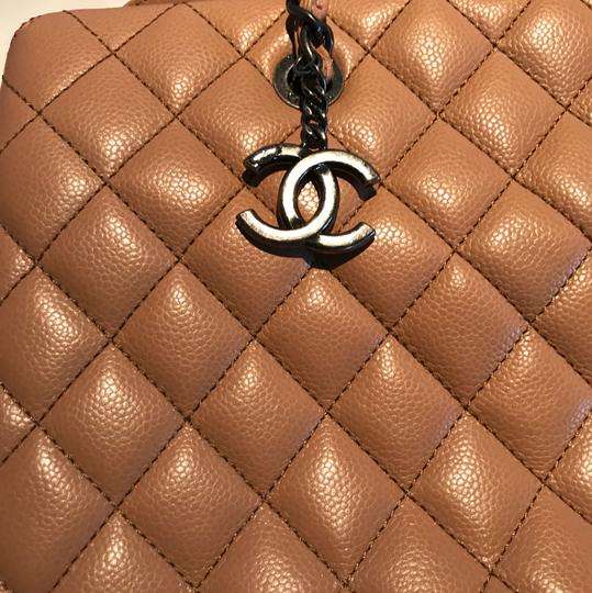 Chanel Tote in Beige Image 6