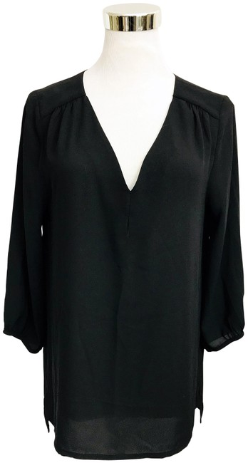 Preload https://img-static.tradesy.com/item/22402280/h-and-m-black-v-neck-hi-lo-hem-34-sleeve-blouse-size-6-s-0-6-650-650.jpg