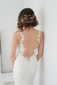 Ines Di Santo Vanilla Silk Tulle and Organza Beaded Lace Appliques Throughout Barcelona Wedding Dress Size 2 (XS)