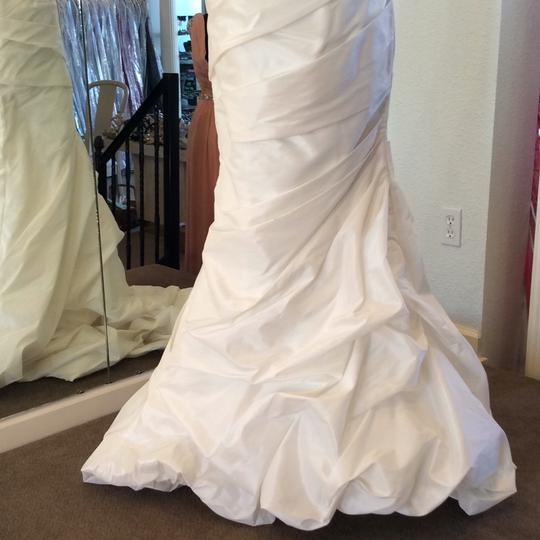 Allure Bridals Ivory Matte Taffeta 8526 Traditional Wedding Dress Size 10 (M) Image 4