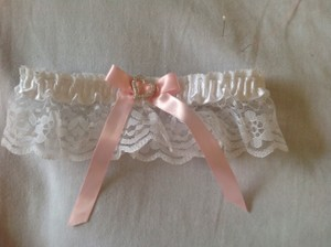 New Handmade Soft Pink/white Garter Heart