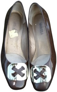 Vaneli Patent Leather Gold Buckle Euc Brown Pumps