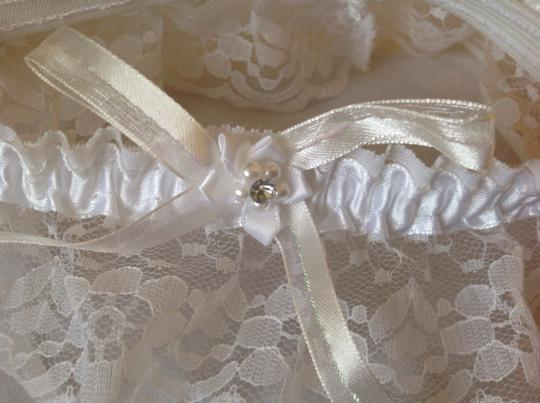 Handmade White Garter Pearls And Crystal Lace