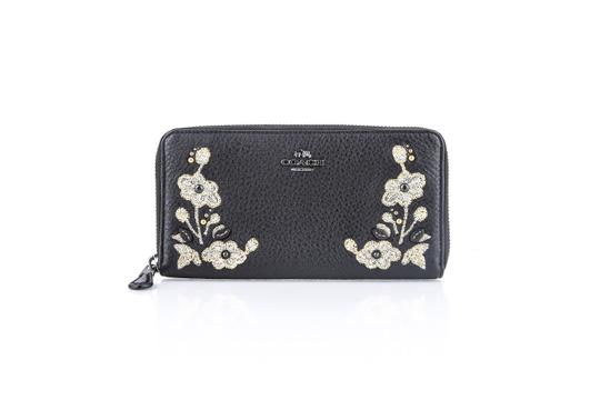 Preload https://img-static.tradesy.com/item/22409857/coach-accordion-zip-in-refined-natural-pebble-leather-wallet-0-0-540-540.jpg