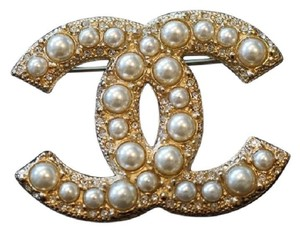 Chanel New!!CHANEL Classic Large CC Logo Pearl Gold Metal Brooch Pin