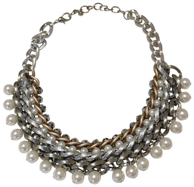 Item - Pearl White and Silver Necklace