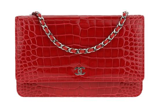 Preload https://item3.tradesy.com/images/chanel-wallet-on-chain-woc-red-alligator-skin-cross-body-bag-22412492-0-0.jpg?width=440&height=440