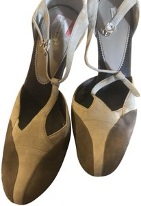 Max Studio Taupe and brown Pumps