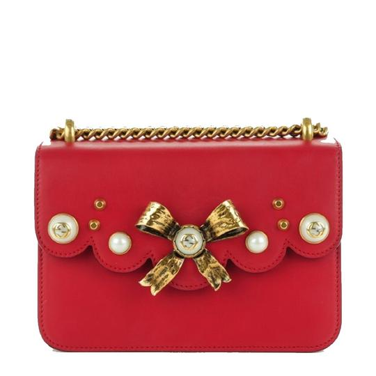 Preload https://img-static.tradesy.com/item/22414666/gucci-broche-pearl-chain-432281-red-leather-shoulder-bag-0-1-540-540.jpg