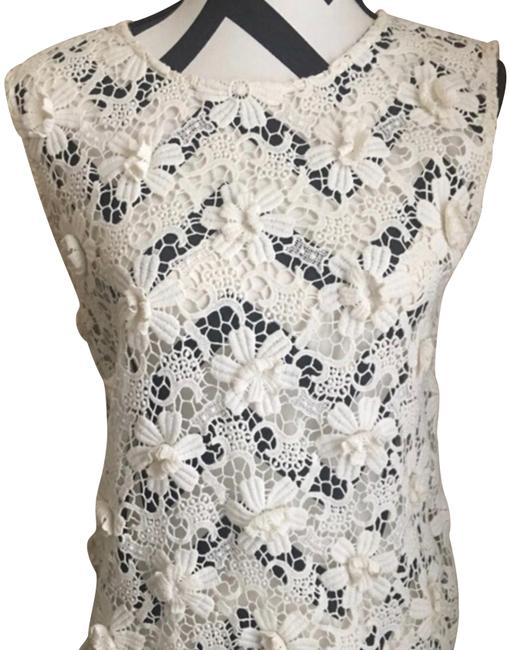 Preload https://img-static.tradesy.com/item/22417809/juicy-couture-cream-floral-applique-sleeveless-blouse-size-2-xs-0-5-650-650.jpg