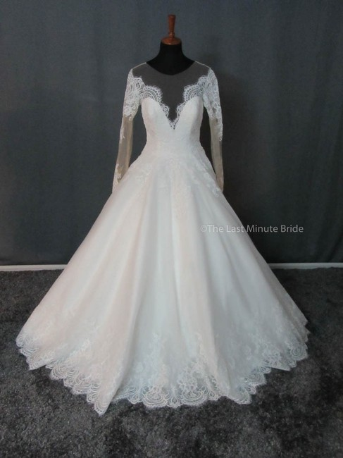 Item - Ivory/Nude Lace 9366 Feminine Wedding Dress Size 10 (M)