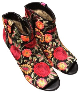 d8a5b41b027 Crown Vintage Black with bright colored embroidery. Boots