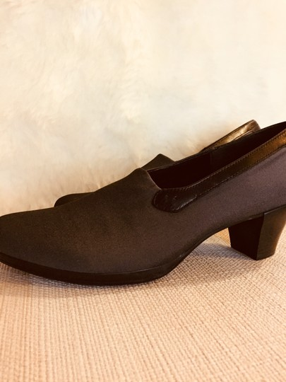 Munro American Size 7.5 Stretch Rubber Sole charcoal Pumps Image 1