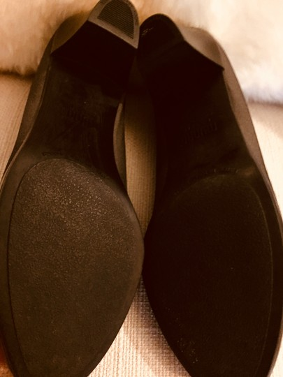Munro American Size 7.5 Stretch Rubber Sole charcoal Pumps Image 4