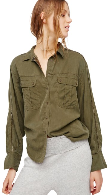 Preload https://img-static.tradesy.com/item/22424242/free-people-moss-off-campus-button-down-top-size-12-l-0-2-650-650.jpg