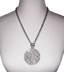 Exquisite Crystal Pendant Necklace!