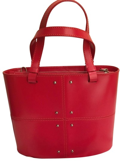 Preload https://img-static.tradesy.com/item/22425211/tod-s-with-silver-stud-detail-and-removable-strap-red-leather-shoulder-bag-0-1-540-540.jpg