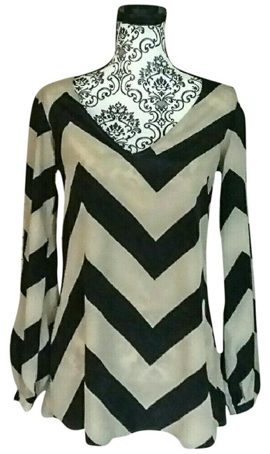 Preload https://img-static.tradesy.com/item/22425336/metaphor-beige-and-black-zigzag-striped-blouse-size-6-s-0-3-650-650.jpg