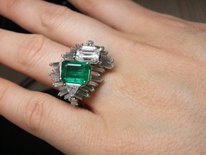 White Timeless Antique with Colombian Emerald and Gia Diamond Engagement Ring